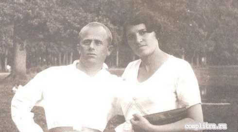 В 1953 Борис Родос был арестован